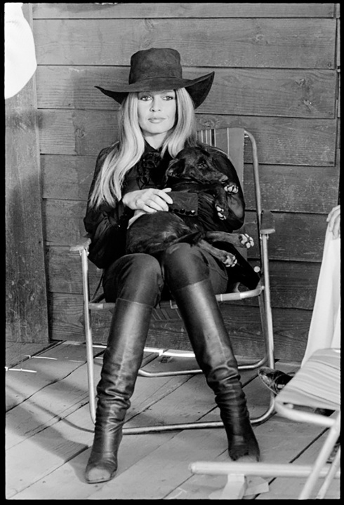 Bardot-black-hat-and-boots